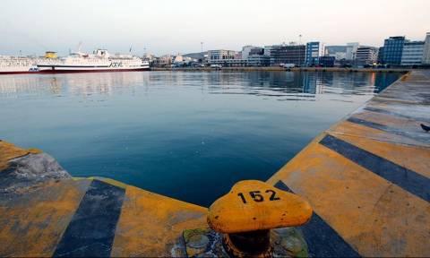 Συναγερμός στον Πειραιά για πτώση άνδρα στο λιμάνι