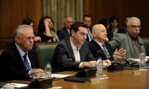 Υπουργικό Συμβούλιο: Επίθεση Τσίπρα στο ΔΝΤ και «χάιδεμα» αφτιών στο λαό (vid)