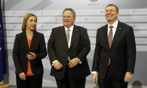 Στις Βρυξέλλες ο Κοτζιάς: Κρίσιμη συνεδρίαση και για την Ελλάδα