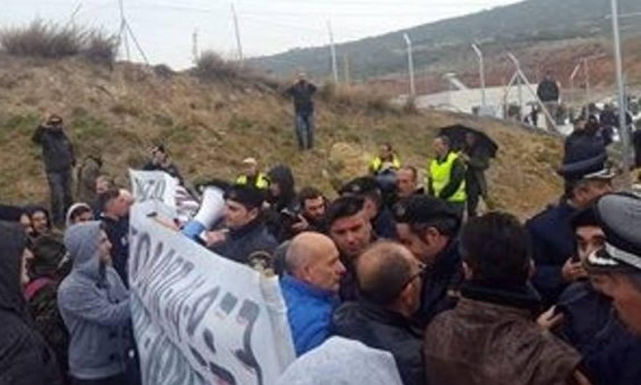 Ένταση στη Θεσσαλονίκη με διαδηλωτές και ΜΑΤ (vids)