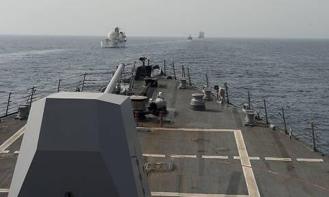 «Θερμό» επεισόδιο ιρανικών πλοίων με αμερικανικά πλοία στα Στενά του Ορμούζ