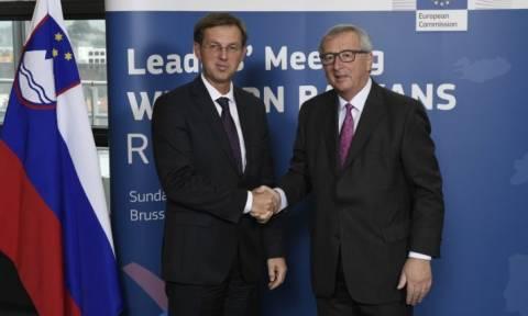 Απίστευτος Γιούνκερ: Ρώτησε τον Σλοβένο πρωθυπουργό αν... κάνει σεξ! (vid)