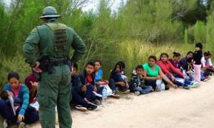 ΗΠΑ: Η κυβέρνηση εξετάζει πρόταση που θα χωρίζει παιδιά μεταναστών από τις μητέρες τους