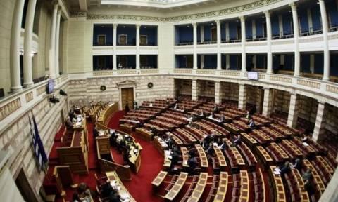 «Μπαλάκι» οι ευθύνες για το … δωράκι της εισφοράς αλληλεγγύης στους βουλευτές