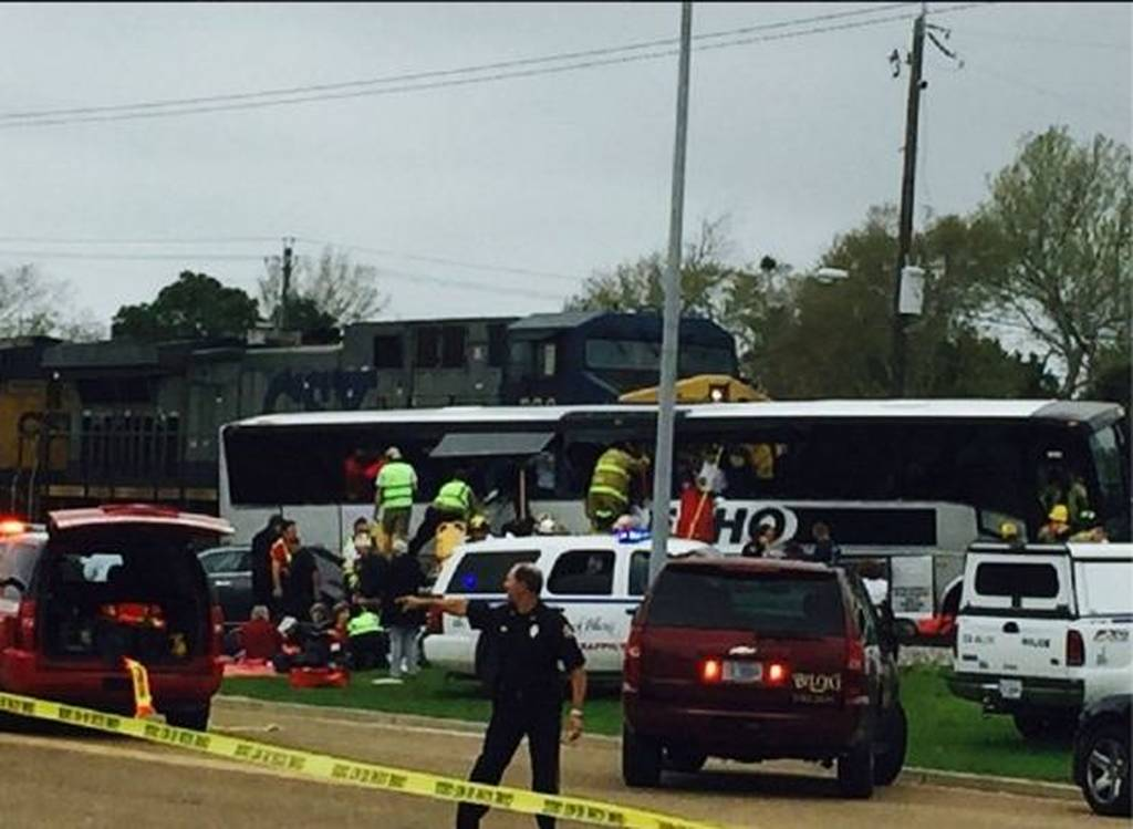 Τραγωδία στις ΗΠΑ: Τρένο συγκρούστηκε με λεωφορείο - Τρεις νεκροί και πολλοί τραυματίες