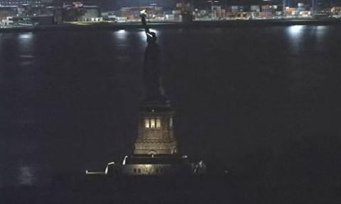 ΗΠΑ: Γιατί έσβησε ξαφνικά το Αγαλμα της Ελευθερίας; (vid)