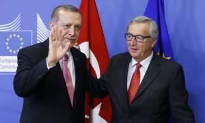 Σκληρή απάντηση Γιούνκερ προς Ερντογάν: Ντροπή τα περί ναζιστικών πρακτικών