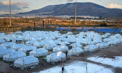 Guardian: Πού πήγαν τα λεφτά που πήρε η Ελλάδα για το προσφυγικό;