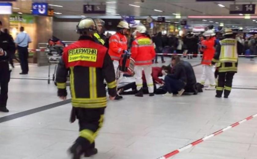 Συναγερμός στη Γερμανία: Άνδρας με τσεκούρι σε σταθμό τρένων (pics)
