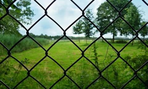 Απίστευτο: Συνελήφθη επειδή έκανε σεξ με... τον φράχτη - Τον κατήγγειλε η γειτόνισσα