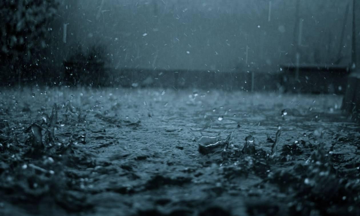 Καιρός: Βροχές και καταιγίδες «σαρώνουν» τη χώρα - Πού θα «χτυπήσει» η κακοκαιρία