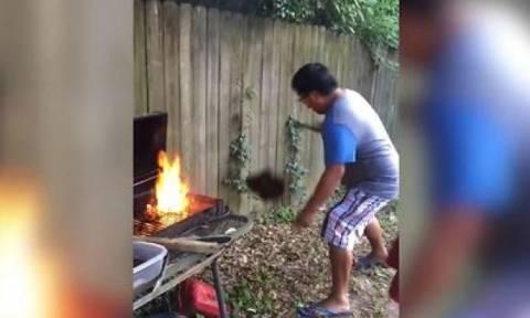 Μην πετάτε ποτέ το κρέας στη φωτιά με δύναμη, αν θέλετε να φάτε... (video)
