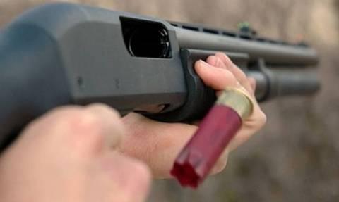 Σοκ στη Σαλαμίνα: 13χρονος αυτοπυροβολήθηκε με καραμπίνα