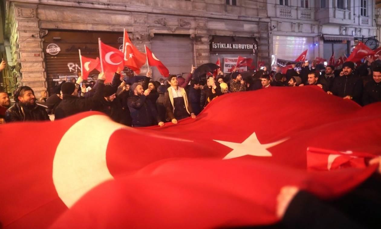 Ολλανδία: Να προσέχετε τους Τούρκους, μπορεί να σας επιτεθούν