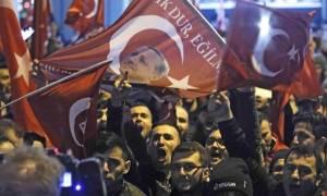 Σκηνικό «πολέμου» κατά της Ευρώπης στήνει ο Ερντογάν (Vids)