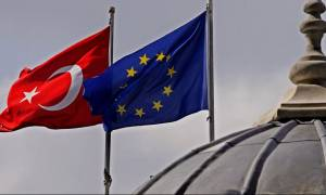 Αυστηρό μήνυμα Κομισιόν προς Τουρκία:  Ή προεδρική δημοκρατία ή μέλος της ΕΕ, επιλέξτε!