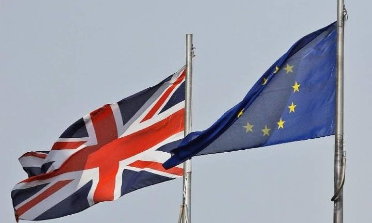 Βρετανία: Εγκρίθηκε ο νόμος για το Brexit - Ενεργοποίηση του άρθρου 50 στο τέλος Μαρτίου