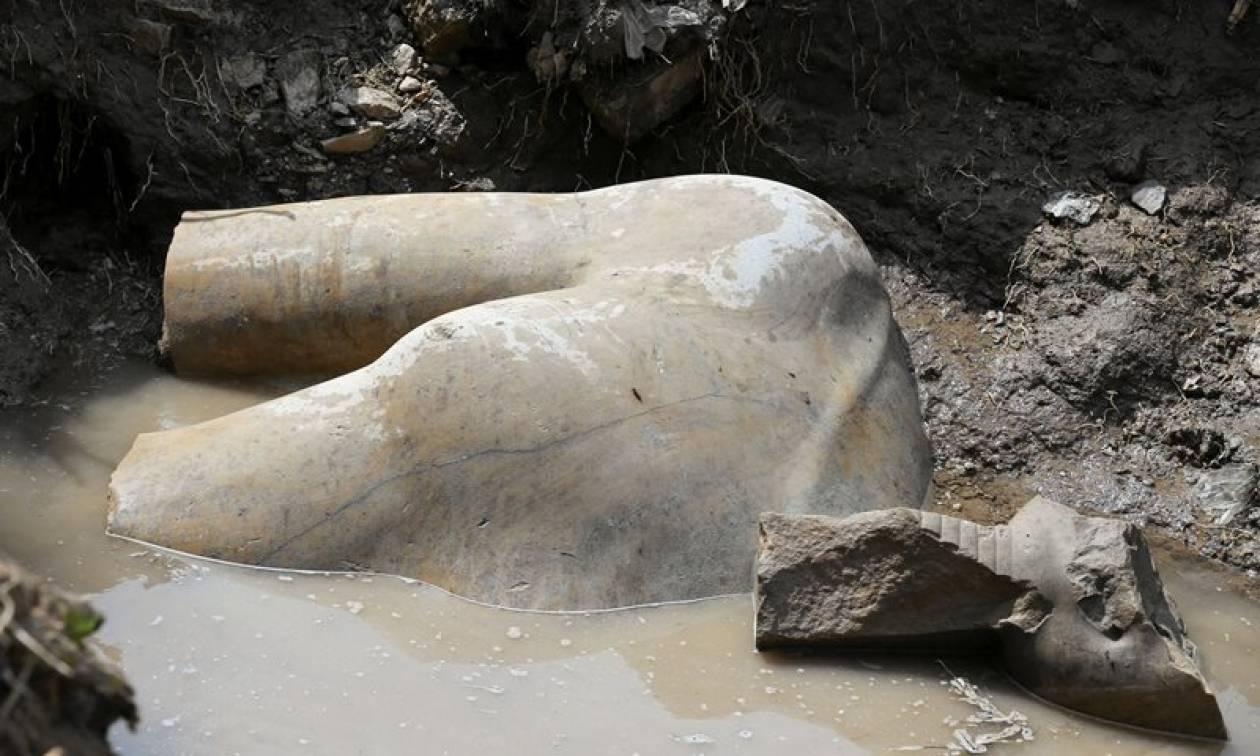 Καρέ-καρέ οι εντυπωσιακές εικόνες από την ανέλκυση του αγάλματος του Ραμσή Β'