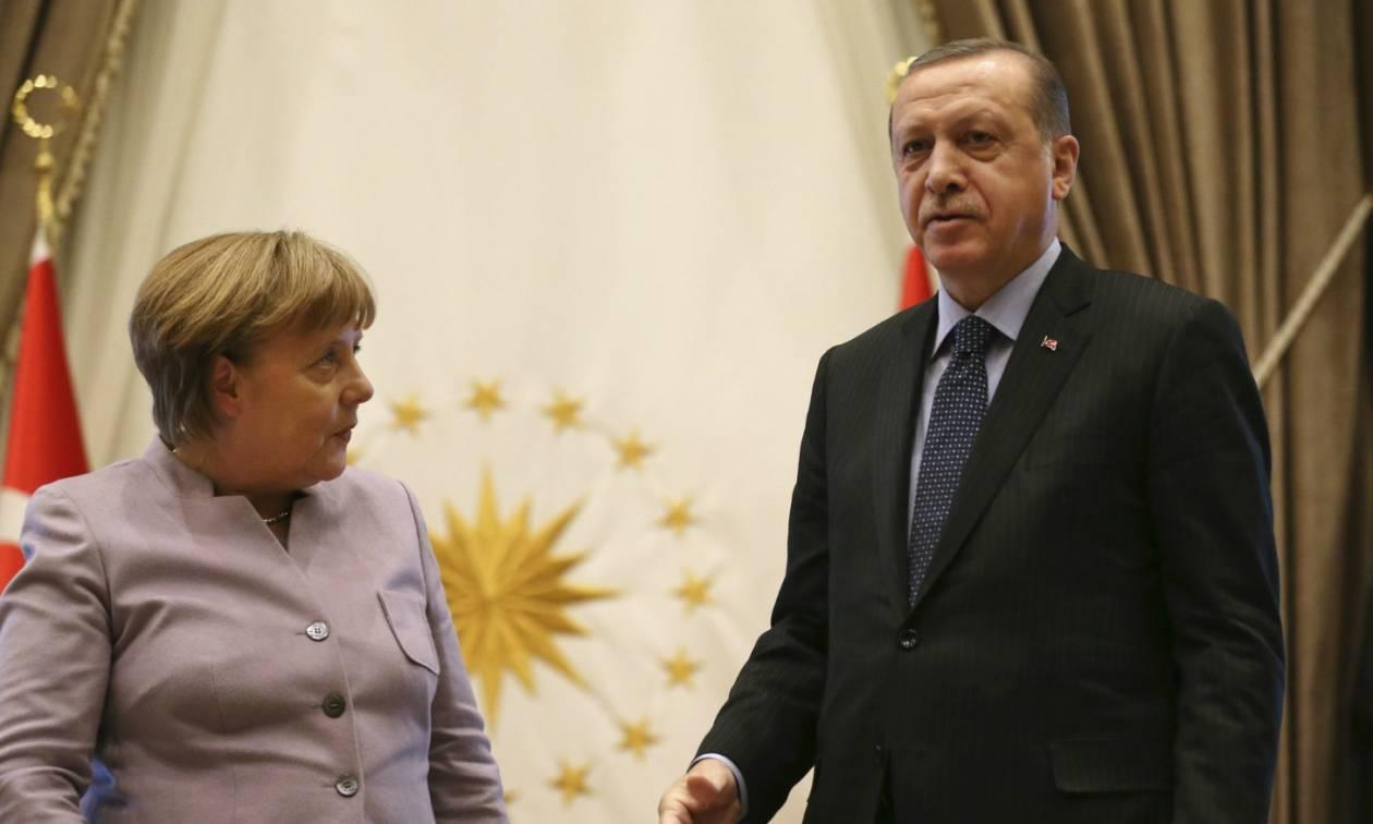 Η Γερμανία δεν πρόκειται να απαγορεύσει την παρουσία Τούρκων πολιτικών σε προεκλογικές εκδηλώσεις