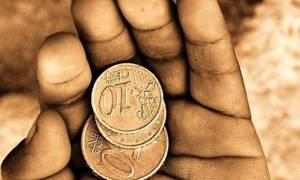 Στον «πάτο» οι μισθοί στην Ελλάδα - Μειώνονται κατά 3,1% κάθε χρόνο