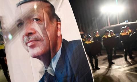Στα άκρα η κόντρα του Ερντογάν με την Ολλανδία: Διακόπτονται οι διπλωματικές σχέσεις