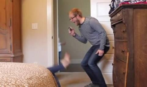 Αυτό που κάνει πατέρας στον 6χρονο γιο του προκαλεί αντιδράσεις στο διαδίκτυο... (video)