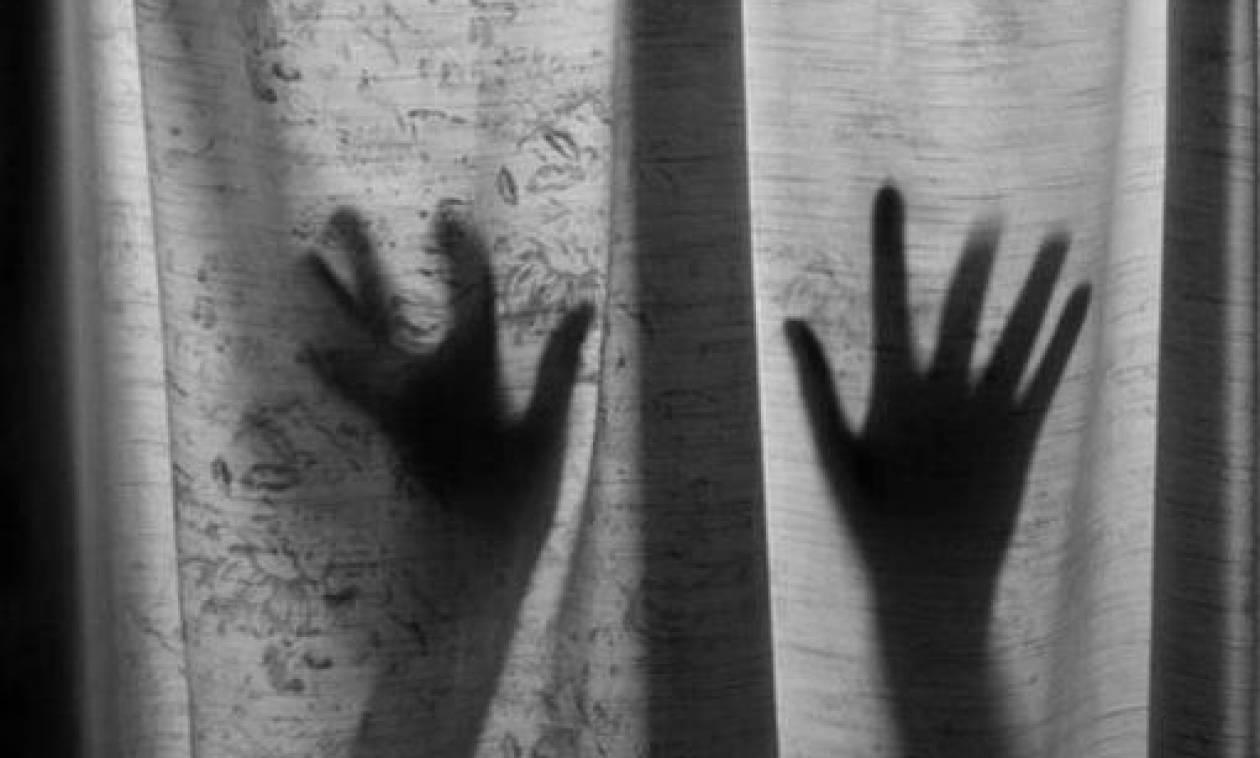 Φρίκη στη Ρόδο: «Μπήκε με κλειδί στο σπίτι μου και με βίασε»