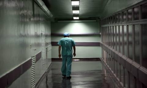 Φρικτό ατύχημα για γιατρό μέσα στο νοσοκομείο «Ελπίς»