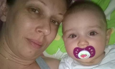 «Ραγίζει» καρδιές η μητέρα της μικρής Ραφαέλας: «Κατάλαβα ότι πεθαίνει, όταν έσβησε το καντηλάκι»