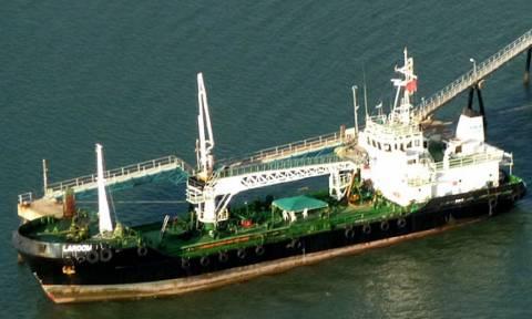 Σομαλοί πειρατές κατέλαβαν τάνκερ και κρατούν οκτώ ομήρους