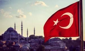 Κώδωνα κινδύνου κρούει η Κομισιόν για την Τουρκία: «Προσοχή! Κάνετε επικίνδυνο βήμα προς τα πίσω»