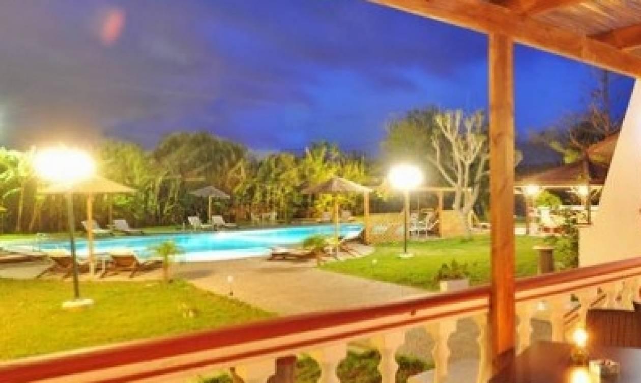 Ψάχνετε δουλειά; Ξενοδοχείο για γυμνιστές σε πανέμορφο νησί ψάχνει προσωπικό (photo+video)