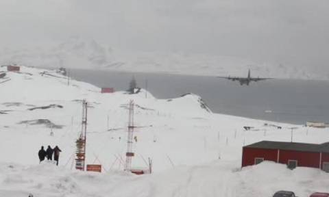 Τρομακτική αναγκαστική προσγείωση C-130 σε χιονισμένο αεροδρόμιο στην Ανταρκτική (Video)