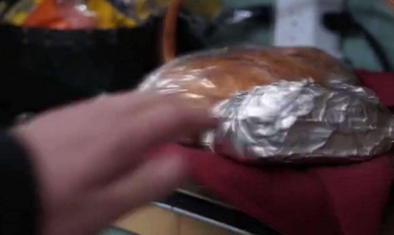 Εβαζε το ψωμί στο ψυγείο για να το κρατά... φρέσκο! Δείτε το κόλπο που θα δοκιμάσετε αμέσως...