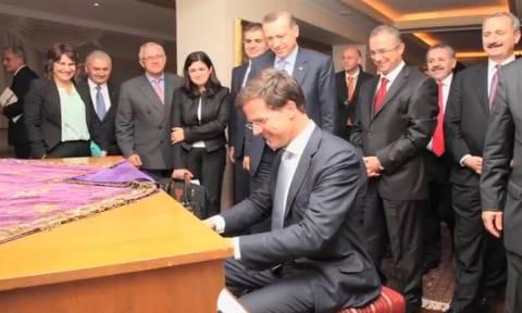 Μαρκ Ρούτε: Ο εργένης που ήθελε να γίνει πιανίστας αλλά κατέληξε Πρωθυπουργός της Ολλανδίας