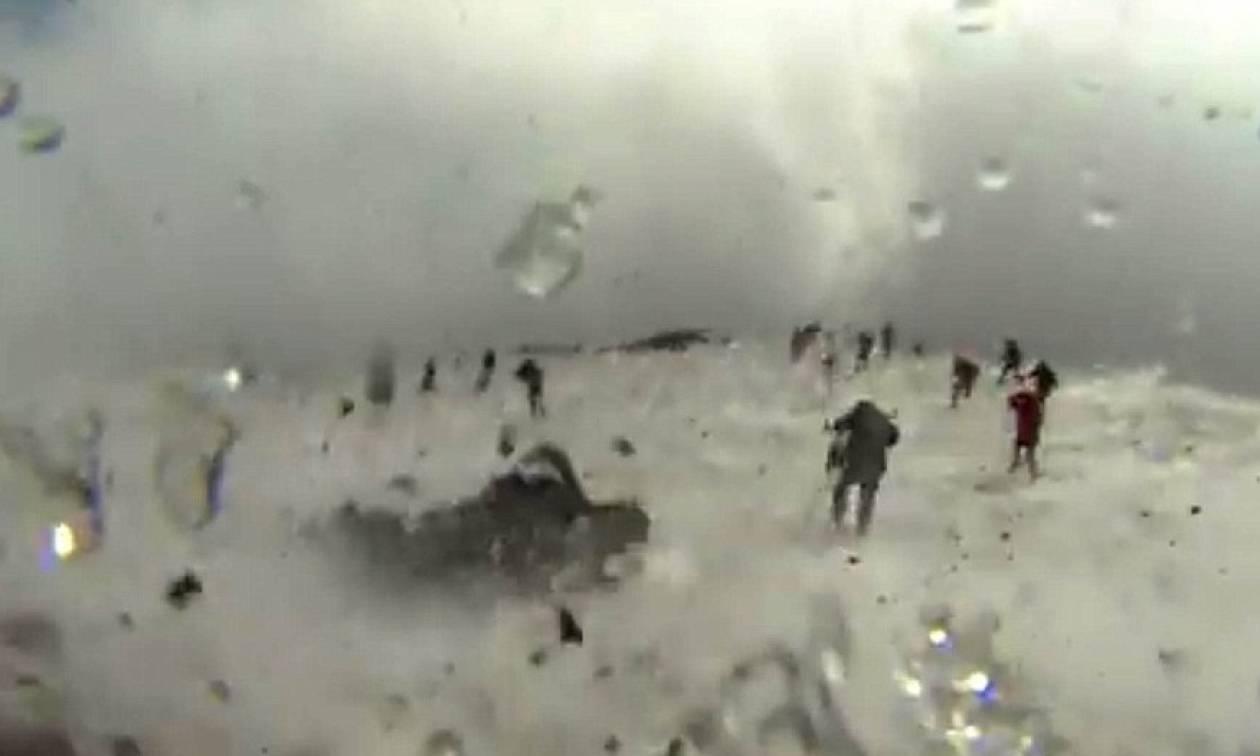 Εικόνες σοκ: Η συγκλονιστική στιγμή της έκρηξης στο ηφαίστειο της Αίτνας - 10 τραυματίες (pics+vid)