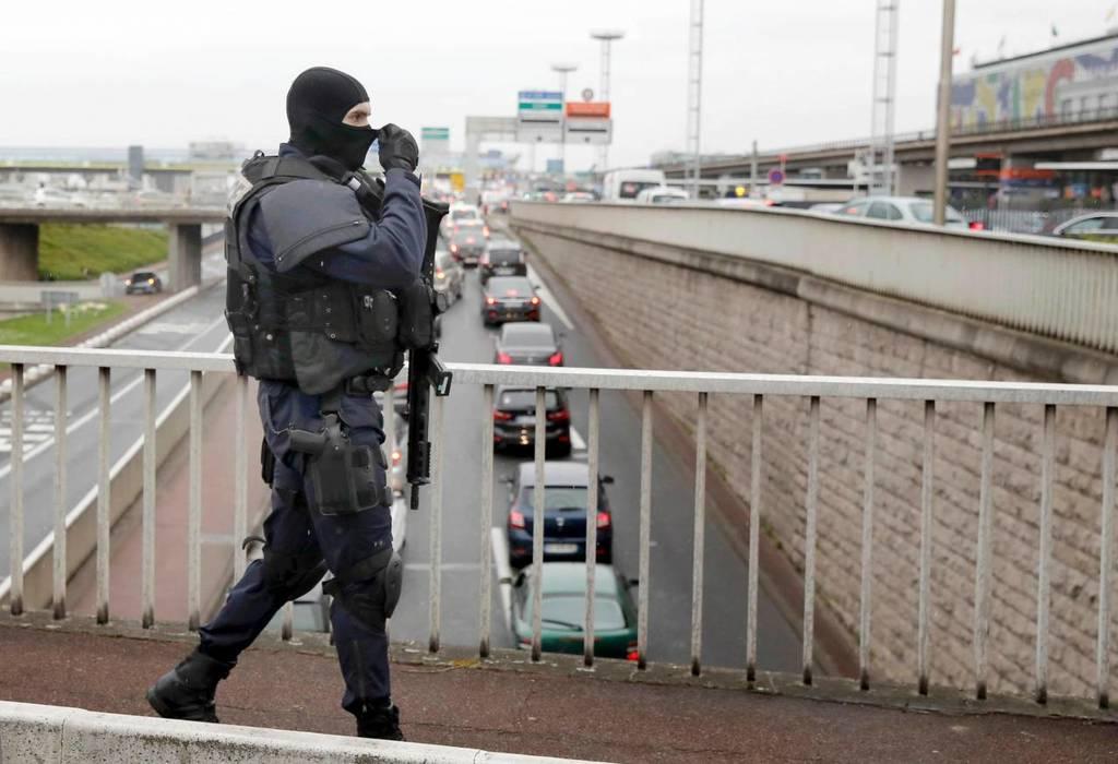 Συναγερμός στο Παρίσι: Επίθεση στο αεροδρόμιο του Ορλί με πυροβολισμούς (Pics+Vids)