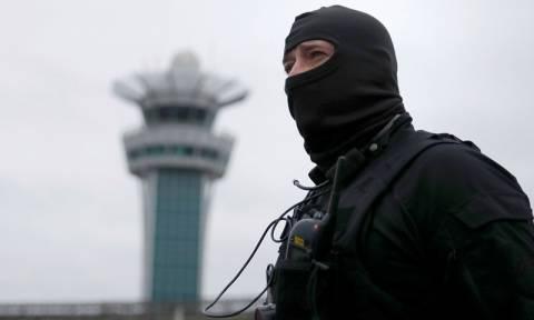 Επέστρεψε ο τρόμος στο Παρίσι: «Είμαι εδώ για να πεθάνω για τον Αλλάχ» φώναζε ο τζιχαντιστής (vids)