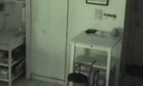 Ακουγε θορύβους στην κουζίνα του και έβαλε κρυφή κάμερα! Αυτό που είδε ήταν τρομακτικό (video)