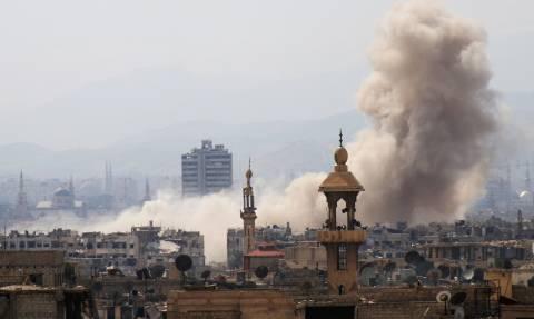 Συρία: Πολεμικά αεροσκάφη του Άσαντ σφυροκοπούν τους αντάρτες στη Δαμασκό (Vid)