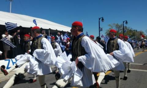 Με εύζωνες της Προεδρικής Φρουράς η ελληνική παρέλαση στη Φλόριδα (video)