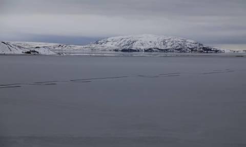 Περίεργο φαινόμενο σε λίμνη της Ισλανδίας τρομάζει τους κατοίκους! (pics)