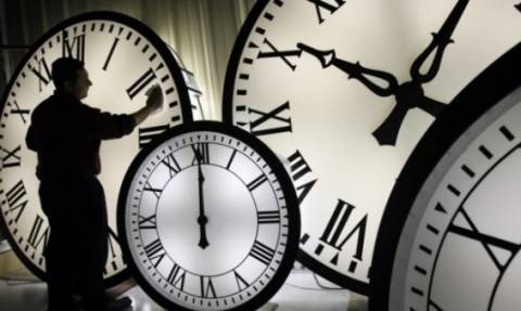 Αλλάζει η ώρα: Πότε και γιατί γυρίζουμε τα ρολόγια μία ώρα μπροστά