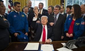 Ιστορική υπογραφή Τραμπ: Στέλνει τον άνθρωπο στον... Άρη!