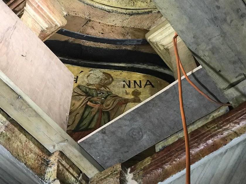 Αποκλειστικό Newsbomb.gr: Συγκλονίζουν τα ευρήματα στον Πανάγιο Τάφο – Αποκλειστικές φωτογραφίες