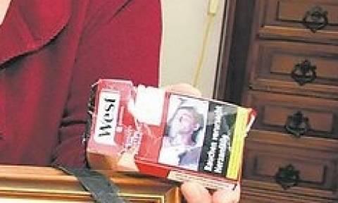 Έπαθε το σοκ της ζωής του όταν είδε αυτό το πακέτο τσιγάρων πεταμένο στο δρόμο!