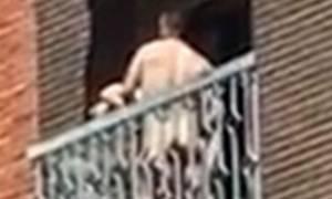 Έκαναν σεξ στο μπαλκόνι και τους έβγαλαν στα κανάλια - Δείτε το ακατάλληλο βίντεο που φαίνονται όλα!