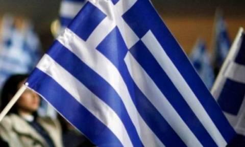 Νέα πρόκληση! Αλβανοί εθνικιστές κατέβασαν ελληνικές σημαίες στην Αυλώνα