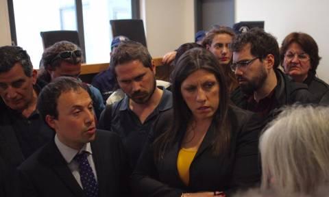 Χαμός στο Ειρηνοδικείο Αθηνών: Η Κωνσταντοπούλου μαζί με πλήθος εμπόδισαν πλειστηριασμούς (pics)
