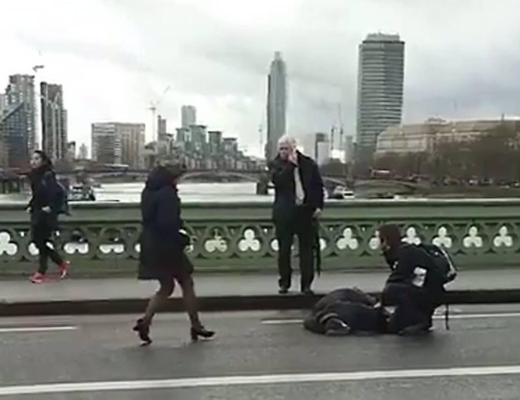 Επίθεση στο Λονδίνο - LIVE: Τρόμος με νεκρούς και τραυματίες στη Βρετανία (pics+vids) (2)